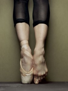 ballet-en-pointe-barefoot